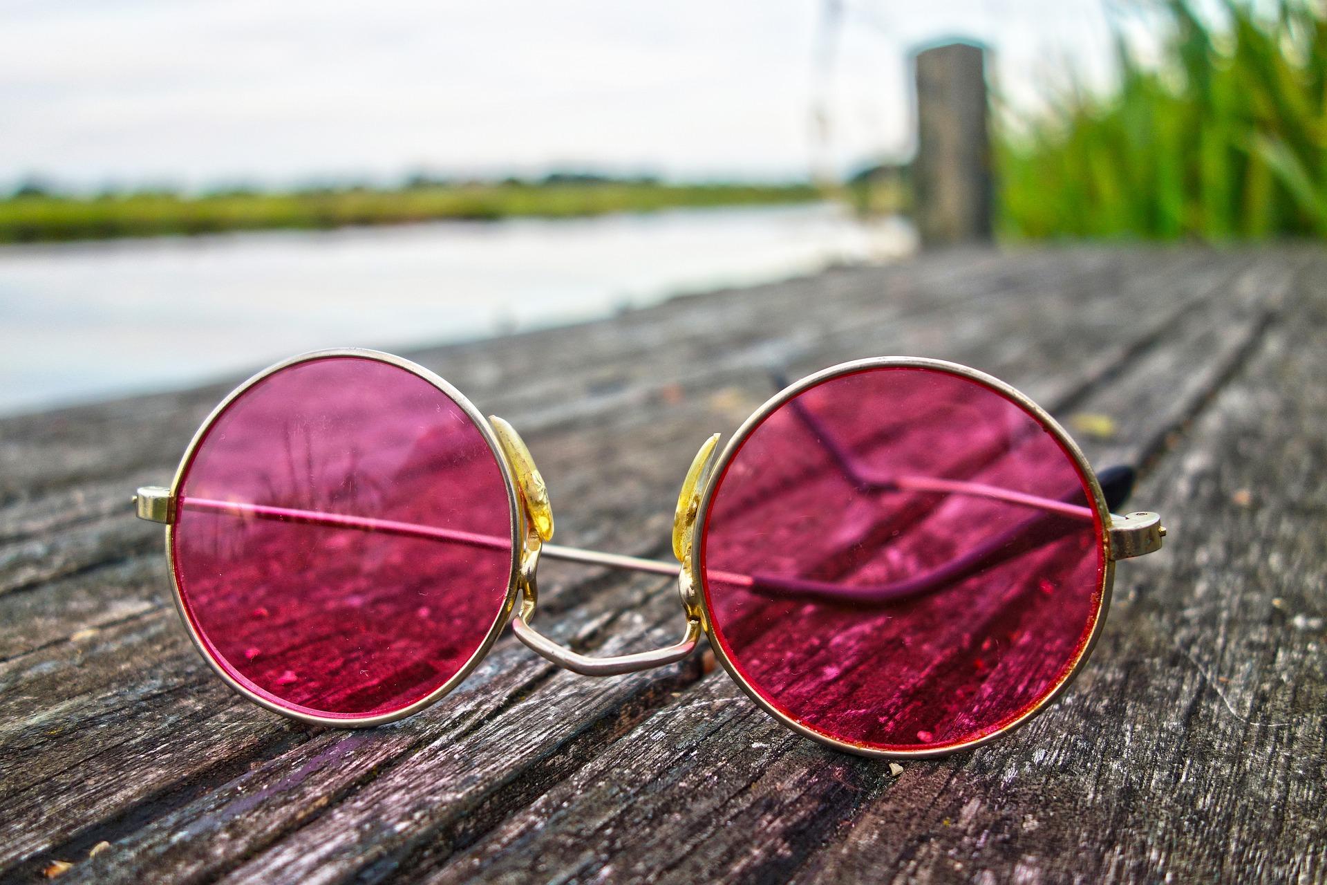 Illusion Rose Colored Glasses 3002608 1920